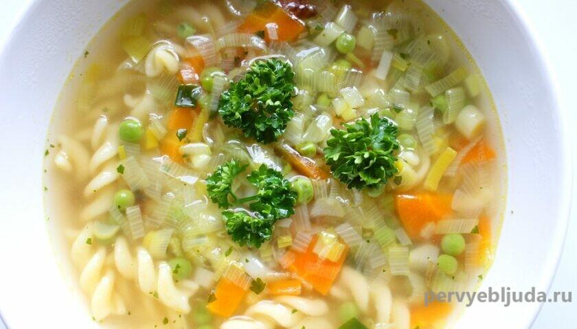 суп с зеленым горошком и макаронами