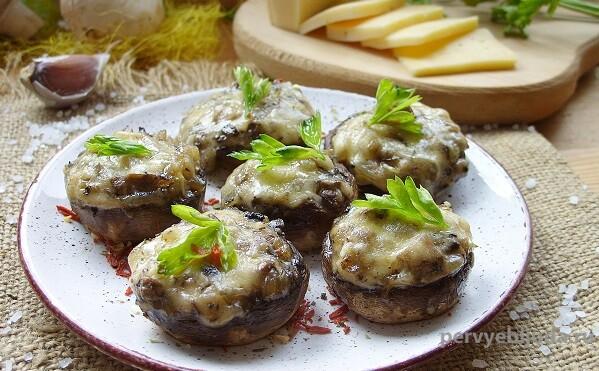 шампиньоны с начинкой под сыром