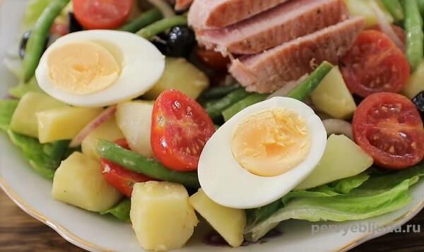 салат из тунца с яйцом Нисуаз