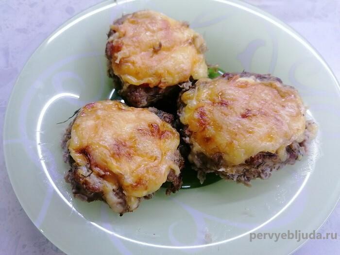 Мясные гнезда с помидорами и сыром на праздничный стол