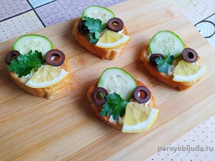 украшаем зеленью бутерброд