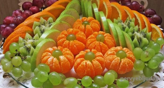 фрукты на блюде