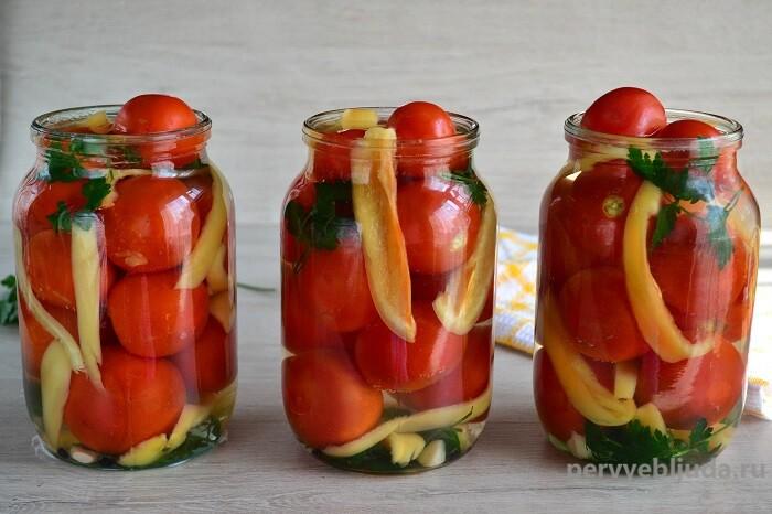 помидоры заливаем рассолом