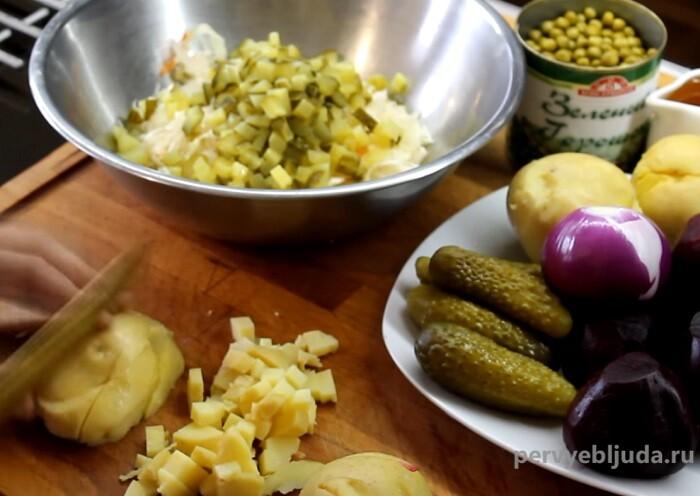 нарезаем отварной картофель
