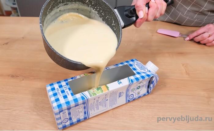 заливаем десерт в форму