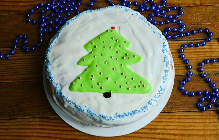 Новогодний торт с красивым оформлением своими руками