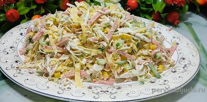 салат с капустой кукурузой и куриным филе