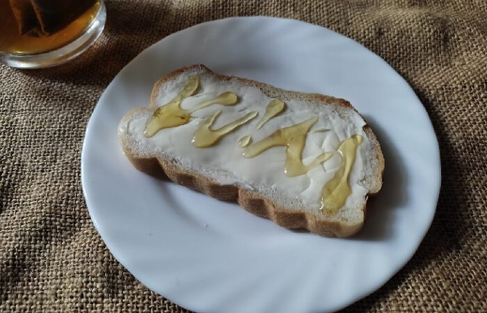 бутерброд с маслом и медом