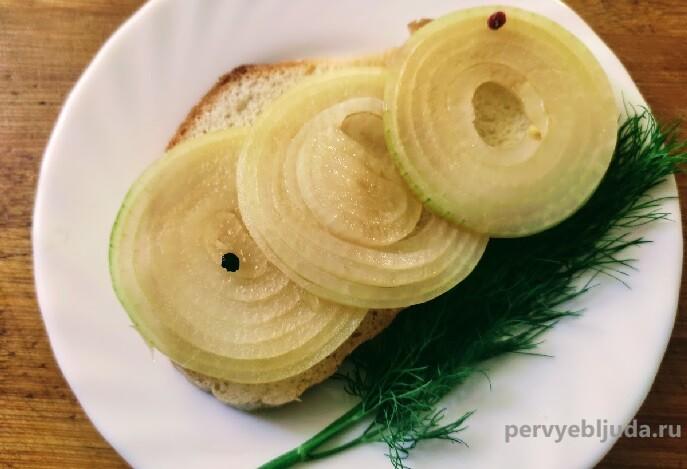 лук маринованный в соевом соусе с уксусом